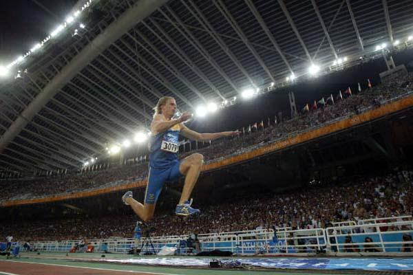 Christian Olsson of Sweden triple jumping in front of a capacity crowd in Athens (Getty Images)