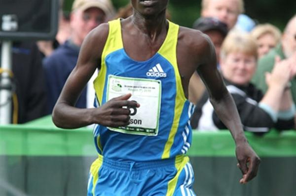 Wilson Chebet at the TD Bank Beach to Beacon 10K (Victah Sailer)