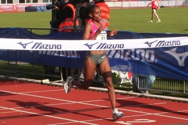 Eyerusalem Kuma takes the win in Amsterdam in 2:27:43 (Tom Metiary/organisers)