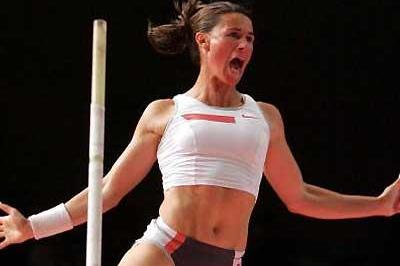 Stacy Dragila wins at the 2005 Millrose (Getty Images)