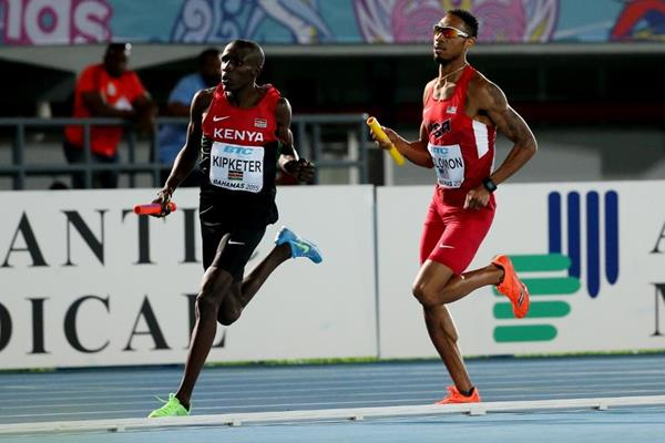 Alfred Kipketer and Duane Solomon on the first leg of the men's 4x800m (Getty Images)