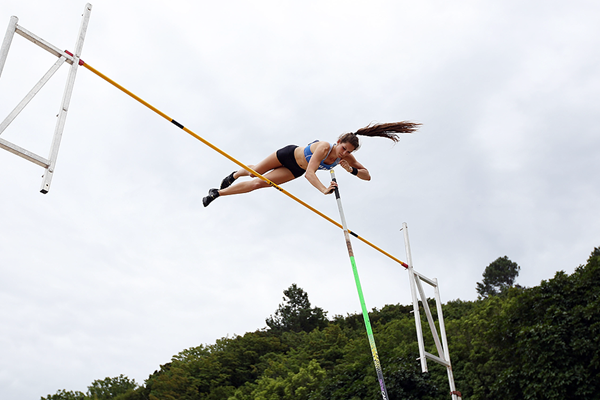Eliza McCartney of New Zealand in the pole vault (Getty Images)