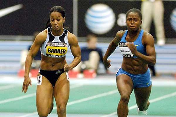 Me'Lisa Barber sprinting to victory ahead of Lauryn Williams - USA Indoors (Kirby Lee)