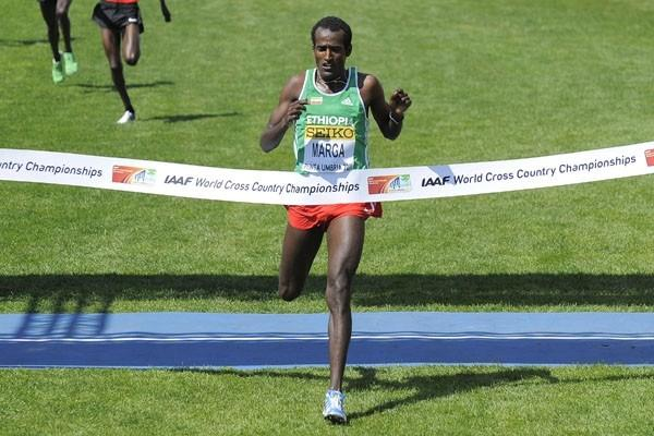 Imane Merga of Ethiopia crosses the finish line to win the men's senior race in Punta Umbria (Getty Images)