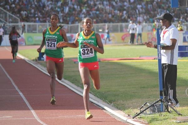 Dawit Seyaum leads an Ethiopian 1-2 in the 1500m at the African Junior Championships (Bizuayehu Wagaw)