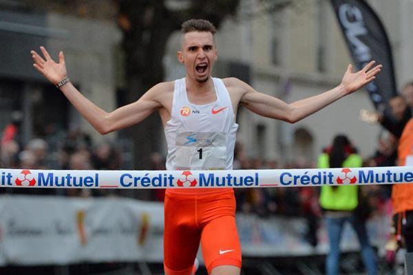 Julien Wanders wins the Corrida Pédestre Internationale de Houilles (Jiro Mochizuki)