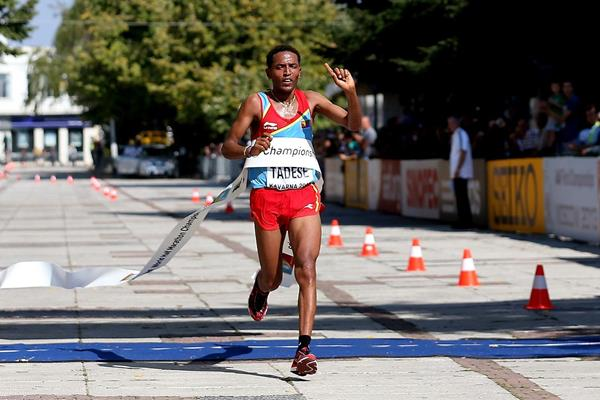 Zersenay Tadese winning at the 2012 IAAF World Half Marathon Championships (Getty Images)