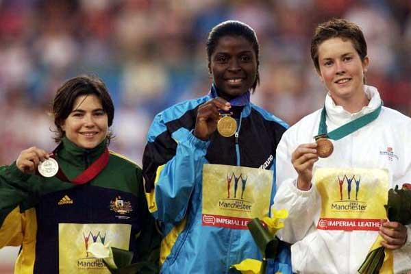 Laverne Eve of Bahamas (centre) 2002 Commonwealth Javelin Gold (Getty Images)