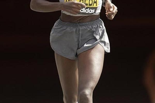 Catherine Ndereba of Kenya running in the 2009 Flora London Marathon (AFP / Getty Images)