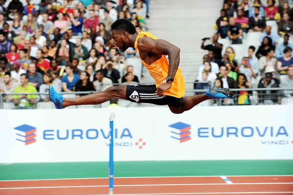 Michael Tinsley on his way to winning the 400m hurdles at the IAAF Diamond League meeting in Paris (Jiro Mochizuki)