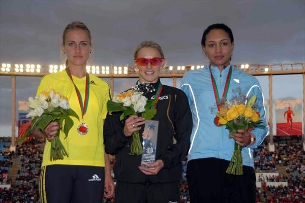 The women's 800m podium in Rabat: runner-up Yekaterina Kostetskaya (RUS), winner Jenny Meadows (GBR), and Halima Hachlaf of Morocco who finished third (organisers)