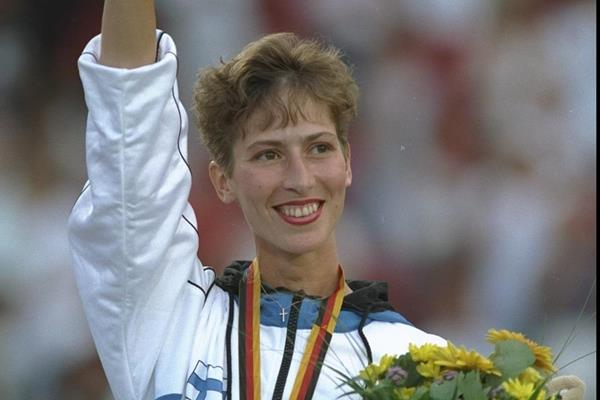 Sari Essayah gets her 10km race walk gold medal at the 1993 IAAF World Championships (Getty Images)