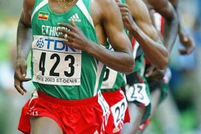 Kenenisa Bekele of Ethiopia leads the men's 10,000m final (Getty Images)