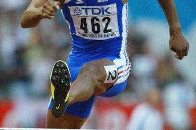 Stéphane Diagana fails to qualify for the 400m hurdles final (Getty Images)