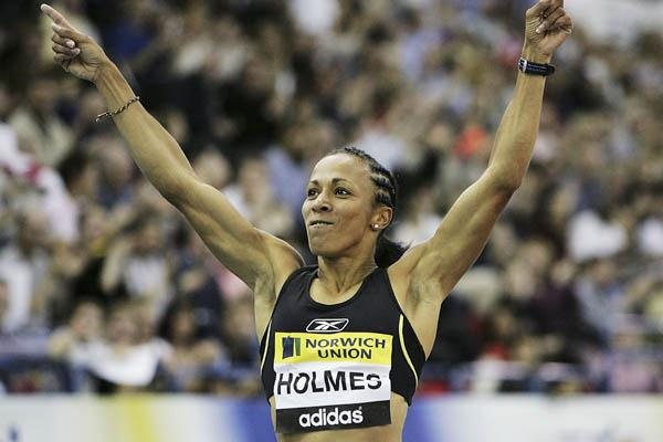 Kelly Holmes wins the 1000m in Birmingham indoor meet (Getty Images)