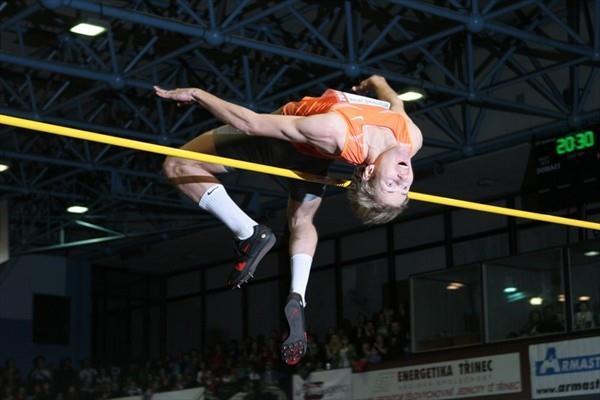 Alexandr Shustov leaps to victory in Trinec (LOC Beskydska latka)