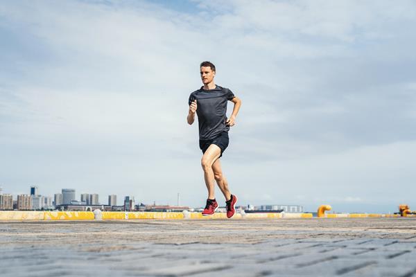 Belgian distance runner Koen Naert (ASICS)