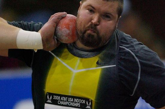 Christian Cantwell putting at the 2008 USATF Indoor champs (Getty Images)