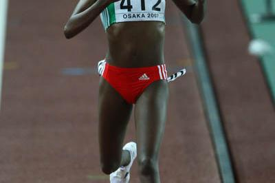 Tirunesh Dibaba wins the women's 10,000m final in Osaka (Getty Images)