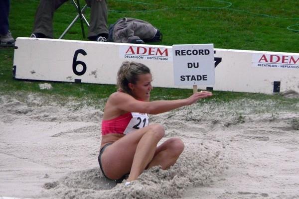 Natalya Dobrynska long jumping in 2009 Decaster in Talence (Hans van Kuijen)
