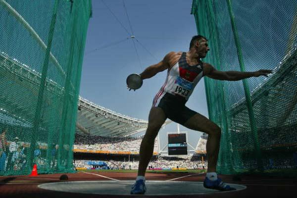 Lars Riedel of Germany in the men's Discus Throw (Getty Images)