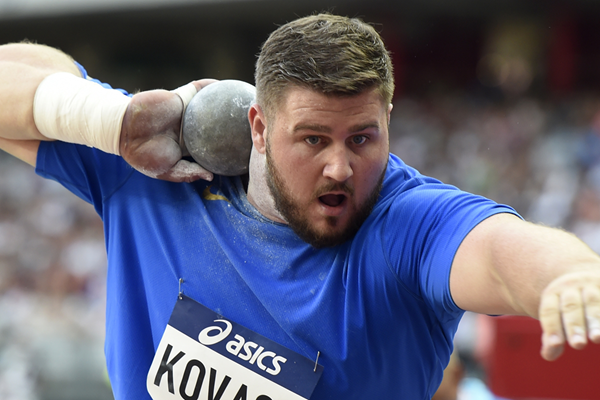 Joe Kovacs in action in the shot put (AFP / Getty Images)