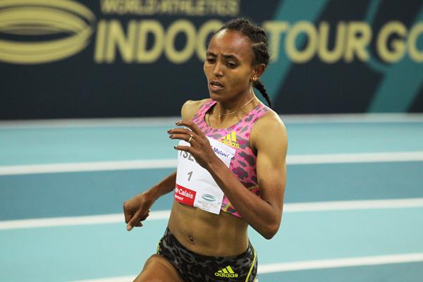 Gudaf Tsegay on her way to setting a world indoor 1500m record in Lievin (Jean-Pierre Durand)