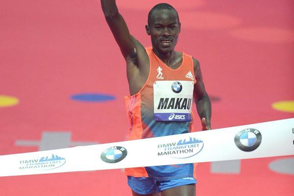 Patrick Makau takes the 2012 Frankfurt Marathon title (Jiro Mochizuki)