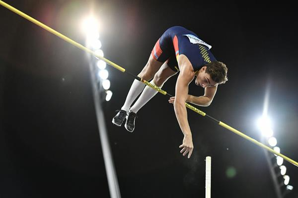 Armand Duplantis in action in the pole vault (AFP / Getty Images)