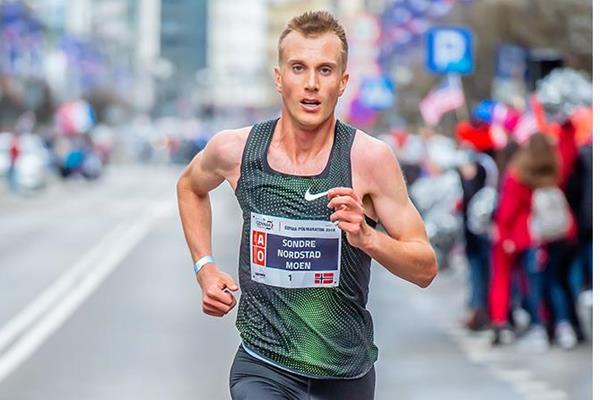 Sondre Nordstad Moen en route to victory at the Gdynia Half Marathon (Organisers)