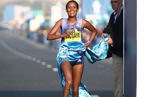 Tirfi Tsegaye wins the Dubai Marathon (Giancarlo Colombo)