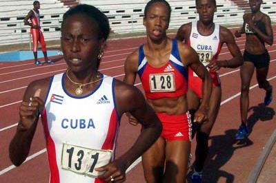 Yuneisi Santiusti leads Zulia Calatayud at the 2006 Cuban Championships (Javier Clavelo Robinson)
