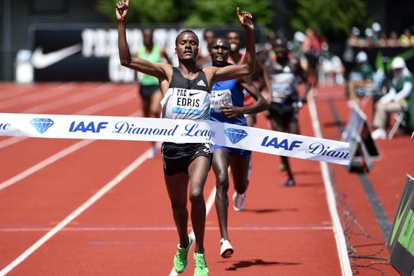 Muktar Edris wins the 5000m at the 2016 IAAF Diamond League meeting in Eugene (Kirby Lee)