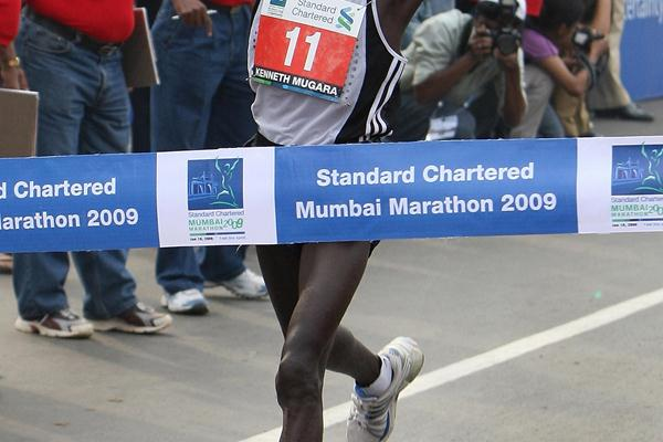 2:11:51 course record for Kenneth Mungara in Mumbai (AFP/Getty Images)