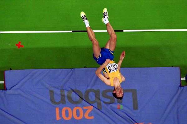 Stefan Holm jumping to World Indoor gold in 2001 (Getty Images)