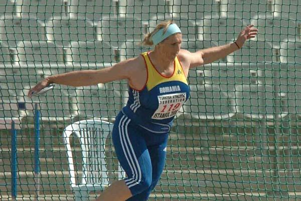 Nicoleta Grasu's 66.51m world leader in Istanbul (Hasse Sjögren)