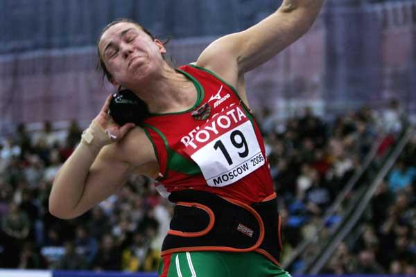 Natallia Khoroneko of Belarus on her way to victory in the women's Shot Put final (Getty Images)