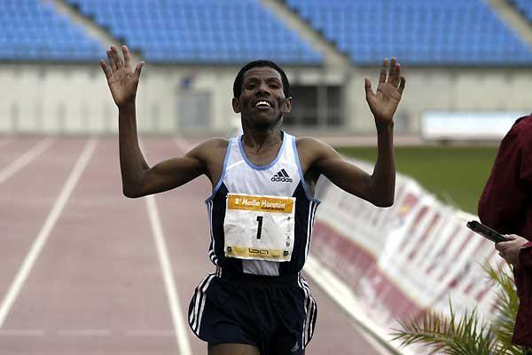 Haile Gebrselassie wins Almería Half Marathon in 61:46 (Carlos Barba)