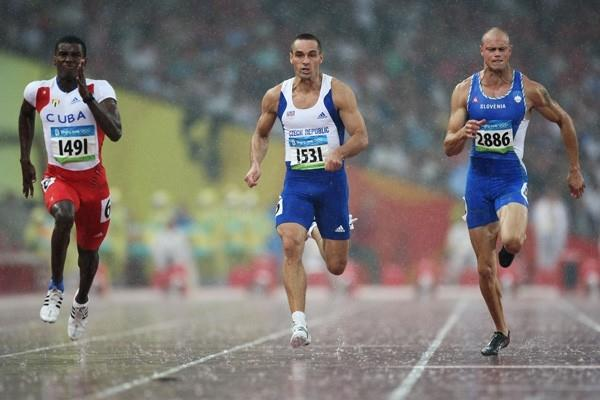 Leonel Suarez of Cuba wins the first 100m heat of the decathlon with a PB, ahead of Roman Sebrle and Damjan Sitar (Getty Images)