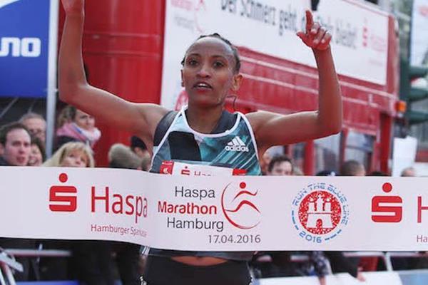 Meselech Melkamu wins the Hamburg Marathon (Haspa Marathon Hamburg / Hochzwei)