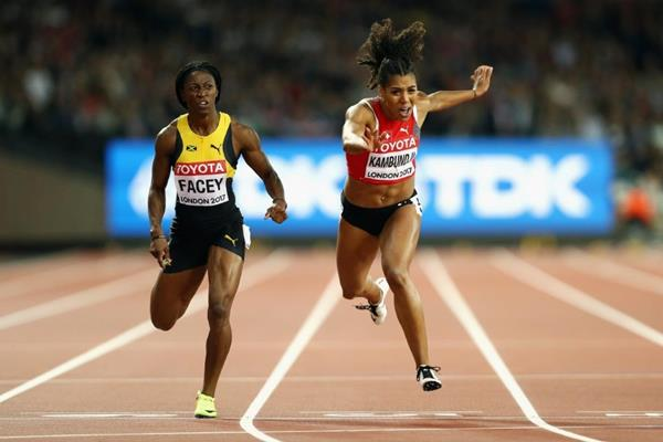 Simone Face and Mujinga Kambundji in the 200m semi-finals at the IAAF World Championships London 2017 (Getty Images)