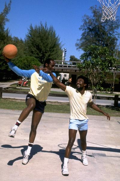 Bob Beamon plays basketball ()