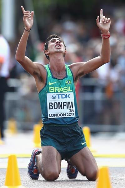 Medalha de bronze Caio Bonfim no final da caminhada de 20 km no Campeonato Mundial da IAAF Londres 2017