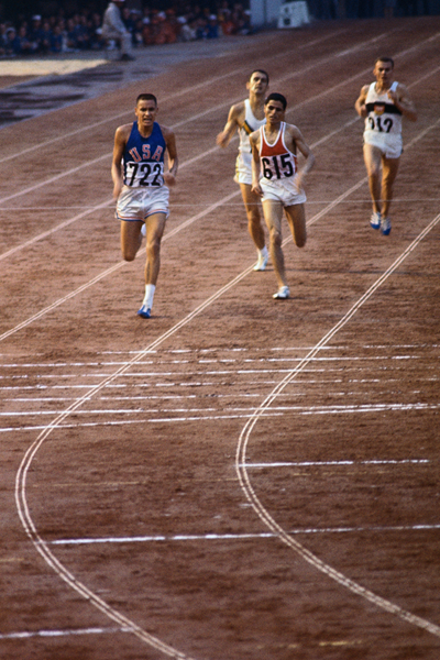 Billy Mills wins the 10,000m at the 1964 Olympics ()