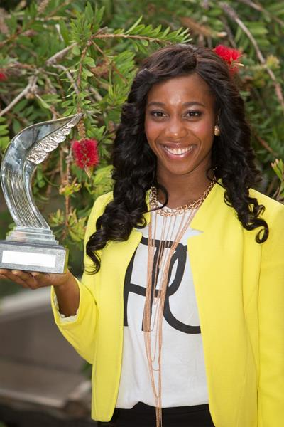 Shelly-Ann Fraser-Pryce with her 2013 IAAF World Athlete of the Year award (Philippe Fitte)