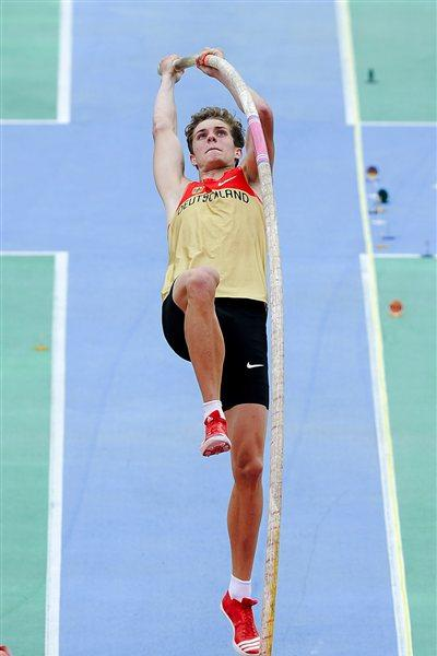 Jonas Efferoth of Germany competes during the Men's Pole Vault qualification round on the day one of the 14th IAAF World Junior Championships in Barcelona (Getty Images)