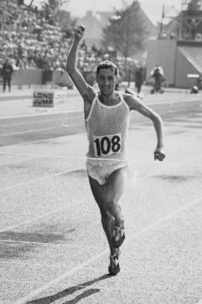 Ron Hill wins the Commonwealth Marathon in 1970 ()
