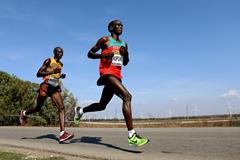 Kenya's Eliud Kipchoge in action at the 2012 World Half Marathon Championships (Getty Images)