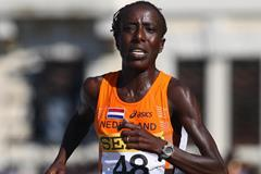 Lornah Kiplagat wins the women's race at the 2007 IAAF World Road Running Championships in Udine (Getty Images)