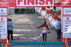 Evans Kiplagat winning the 2016 Istanbul Marathon (Organisers)